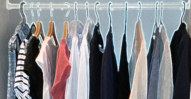 tag 5 minimalismus im kleiderschrank mit 24 kleidungsst cken durch den b ro alltag co2. Black Bedroom Furniture Sets. Home Design Ideas
